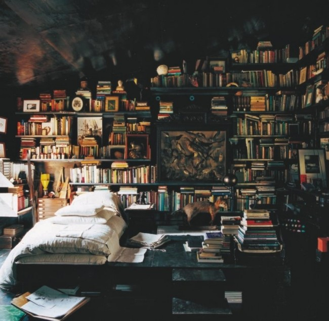 The-ultimate-book-lovers-bedroom